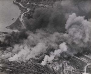 B-29 중폭격기가 서울 용산의 조차장을 폭격한 모습|1950.7.20. NARA 소장