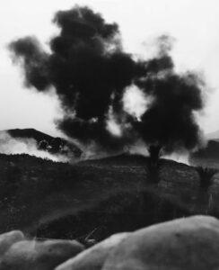 벙커고지 전투 전 미 해병대 전투기가 투하한 네이팜탄이 폭발한 직후의 모습|1952.9.9. NARA 소장