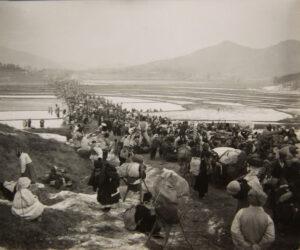 서울에서 남쪽으로 피란을 떠나는 수천 명의 사람들(1)|1951.1.5. NARA 소장, 전갑생 제공