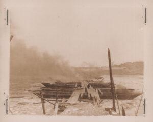 폭파가 완료된 한강의 가설 부교|1951.1.4 NARA 소장, 전갑생 제공