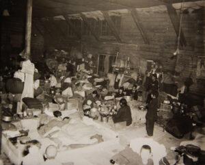 경상북도 대구, 피란민이 사용하고 있는 과밀된 주거 공간의 모습|1952.1.11. NARA 소장