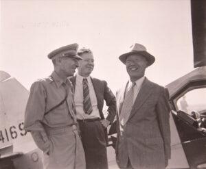 맥아더를 만나기 위해 수원비행장에 도착한 이승만|1950.6.29. NARA 소장