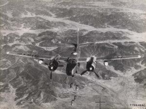 폭탄을 투하 중인 미 제5공군의 B-26 경폭격기|1951.5.29 NARA 소장