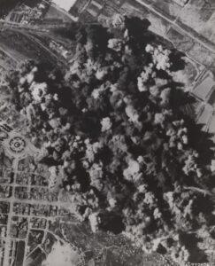 B-29 중폭격기 60여 대가 청진조차장을 폭격한 직후의 모습|1950.8.22. NARA 소장